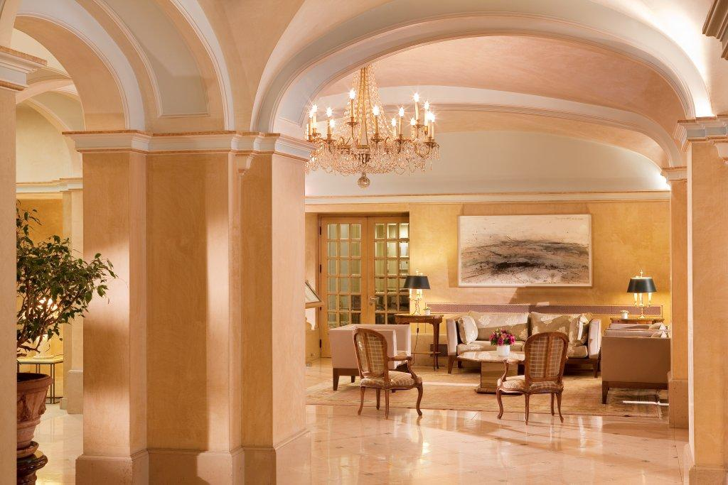 hall hotel bedford3